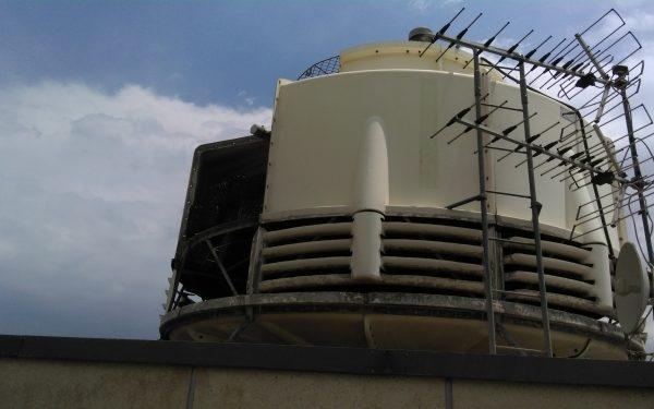 تعویض پکینگ و آب پخش کن برج خنک کننده 300 تن مجتمع مسکونی گلستان